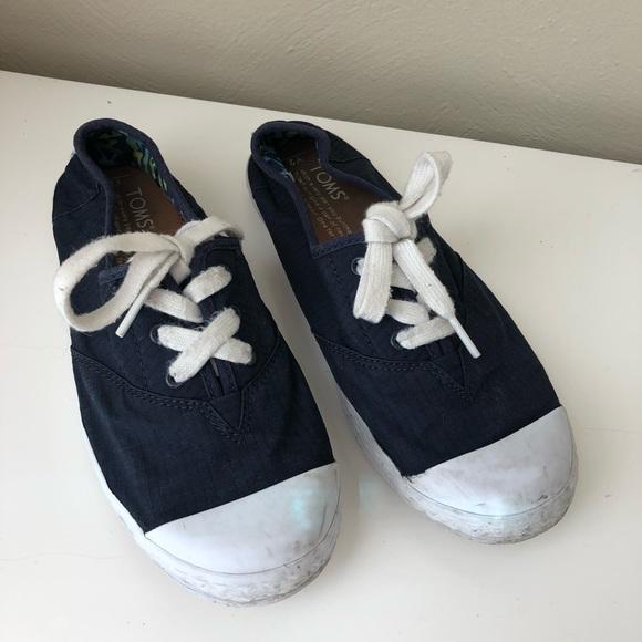 b91ba7008a4 TOMS Navy Zuma shoes sz  2. M 5c397c3e04e33d17010b10d0
